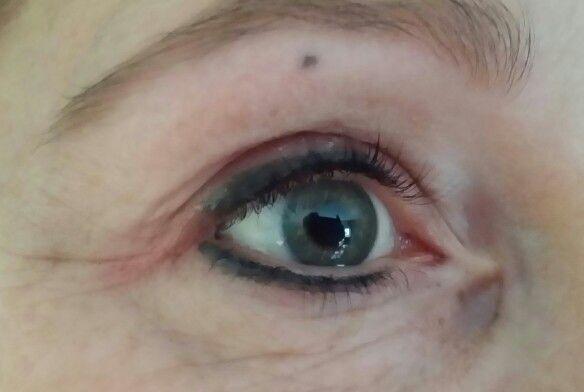 2 kleuren  eyeliner zwart  en donkergrijs