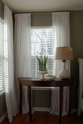 Le Rideau Voilage Blanc Pour Le Couloir Avec Une Lampe Blanche Et