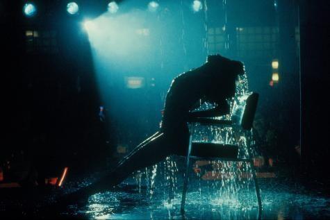 Qui n'a pas fredonné ou chanté à tue-tête les tubes de « Flashdance » ? 31 ans après sa sortie au cinéma, le film revient en comédie musicale, avec dans le rôle phare une jeune fille qui a bien grandi… - soirmag.Be