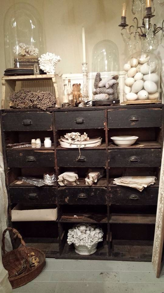 25 best ideas about vintage display on pinterest wallpaper drawers vintag - Decoration industrielle vintage ...