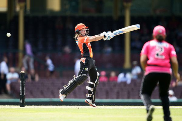Heather Graham of the Scorchers bats during the Women's Big Bash League match between the Sydney Sixers and the Perth Scorchers at Sydney Cricket Ground on January 9, 2017 in Sydney, Australia.