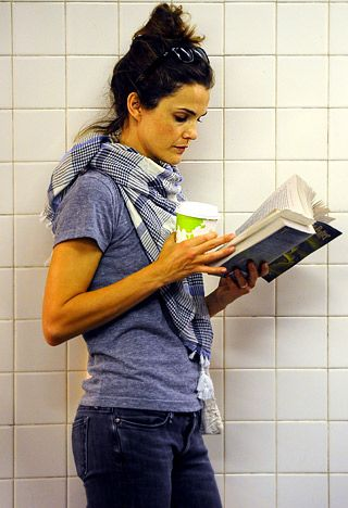 Not only do I love Keri Russell, but I absolutely LOVE this look on her! The messy bun, simple jeans and T, and lightweight plaid scarf ~Addy
