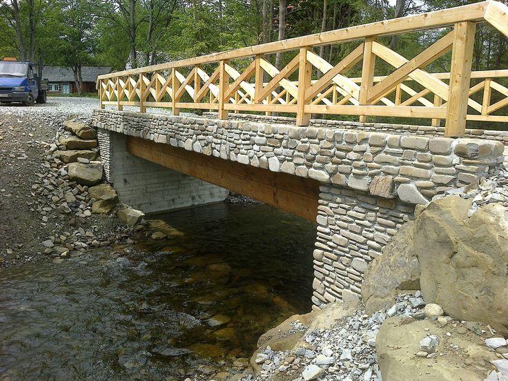 Most kamienny.  Zobaczcie nasze realizacje na www.hanwil.pl biuro@hanwil.pl tel: 667 083 023   Oferujemy marmur, granit, kwarcyt, wapień, gnejs oraz wszelkiego rodzaju kamienie dekoracyjne.