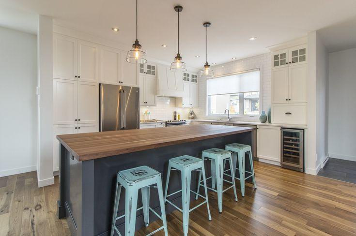 cuisine contemporaine blanche et grise avec comptoir style. Black Bedroom Furniture Sets. Home Design Ideas