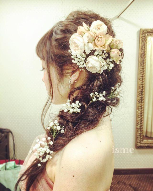 ☆本日の花嫁サマ☆  お色直しstyle❁ ゆるくサイドに流して カスミソウを散りばめて♡ * ✯出張ヘアメイクのご依頼はDMよりお願い致します✯ * #花嫁…