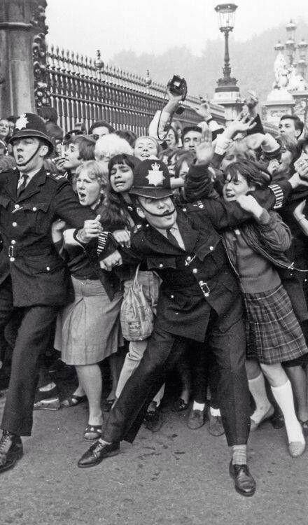 Beatlemania, Buckingham Palace, 1965