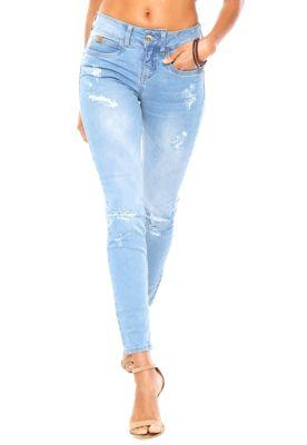 Calça Jeans Colcci Skinny Cory Azul, com pespontos aparentes, cinco bolsos, passantes no cós, tag frontal e posterior metalizada, desgastes propositais e fechamento por zíper e botão. Possui modelagem skinny, lavagem estonada e gancho médio.Confeccionada em jeans 97% Algodão / 03% Elastano.Medidas: Cintura: 70cm/ Quadril: 82cm/ Gancho: 24cm/ Comprimento: 97cm. Tamanho: 36.Medidas da Modelo: Altura: 1,74m / Busto: 83cm/ Cintura: 63cm / Quadril: 89cm.