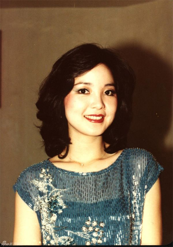 Teresa Teng Teresa Teng was buried in a mountainside tomb at Chin Pao San The 1982 Concert at Queen Elizabeth Stadium in Hong Kong was the