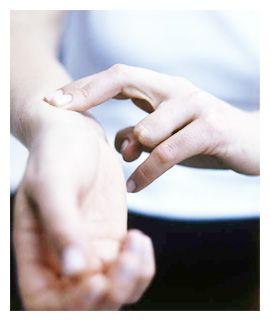 Максимальный пульс для женщин - новая формула! Для 48 лет - 164.Пульс - через 2 часа после тренировки, в положении сидя ниже 75 ударов в минуту. Если частота пульса выше, стоит задуматься о проблемах с сердцем или перетренированности. Похожим показателем является артериальное давление.