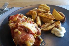 Gevulde kipfilet met pesto in ham gewikkeld uit de oven; gegarandeerd succes bij een etentje met vrienden en alles is van te voren klaar te maken.