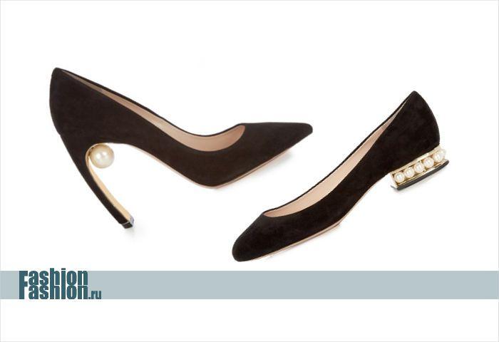 Туфли с украшениями из жемчуга