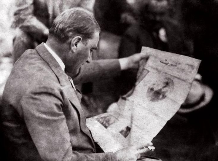 Atatürk'ün; fes, kavuk, külah, takke, sarık ve cübbeyi tarihe gömen sözü: – MustafaKemâlim