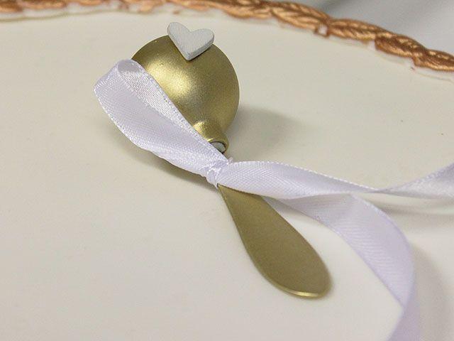 Humua -kaikkien juhlien ideapankki » DIY- kultainen helistin kakkukoriste