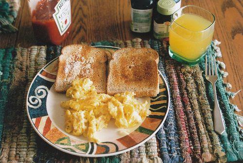 breakfast: toast eggs & juice = perfect mix