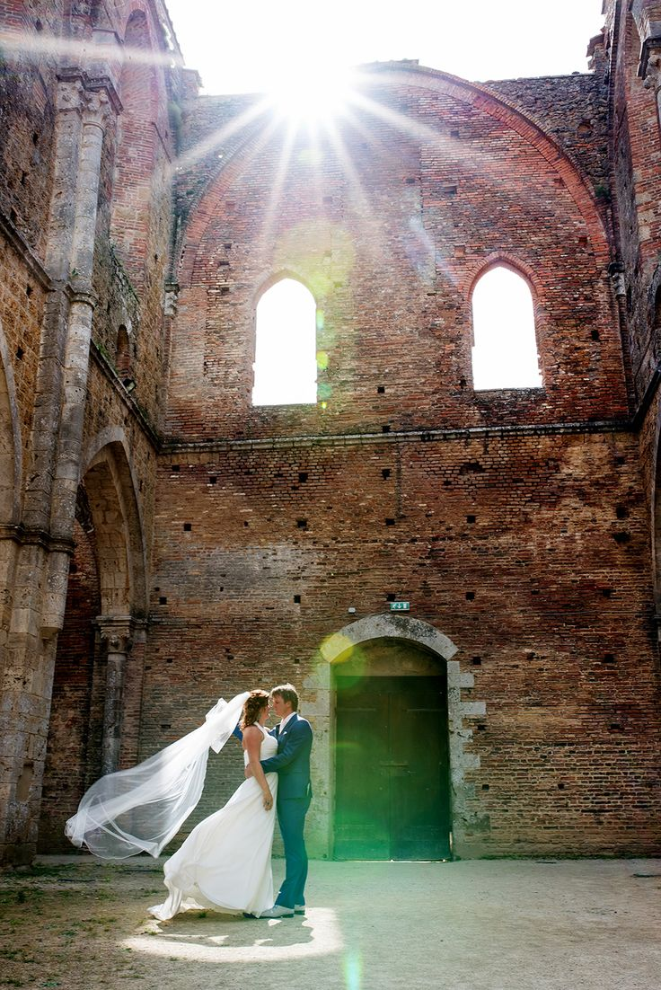 Destination Wedding Tuscany - Wedding San Galgano - Wedding in Tuscany - Wedding Portrait - Wedding Venue - Tuscany Wedding Venue