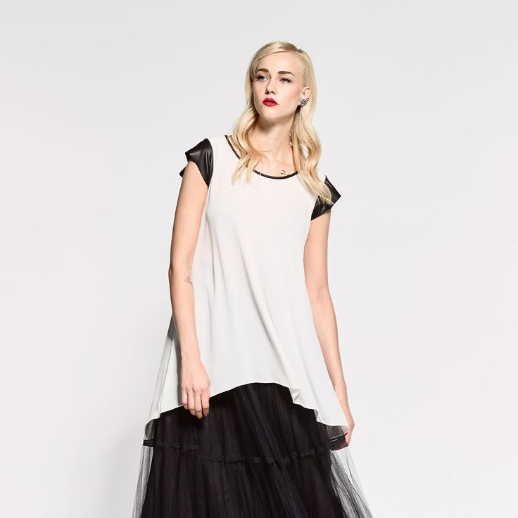 Long blouse with black details and lace on back