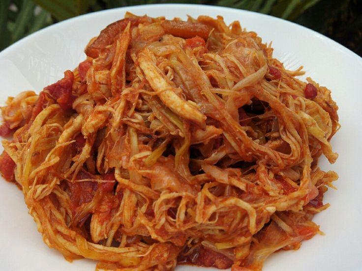 INGREDIENTES :pechugade pollocongelada de aproximadamente 700 gr /2 cebollas medianas /2 pimientos rojos medianos / 1 pimient...