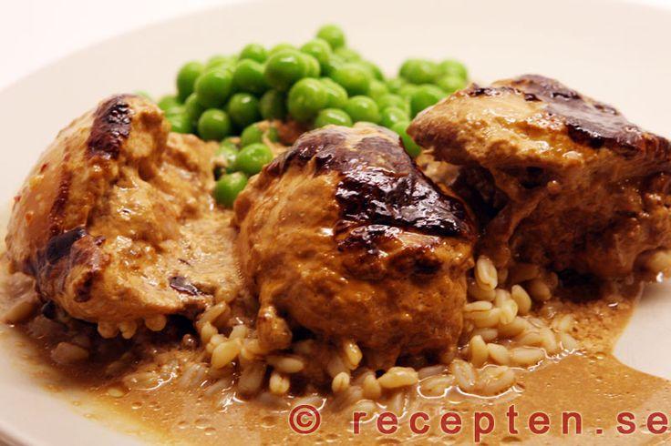 Kyckling i ugn med sambal oelek - Ett riktigt superrecept! Supergott och endast 10 minuters arbetsinsats. Perfekt recept på bjudrätt! Bilder steg för steg!