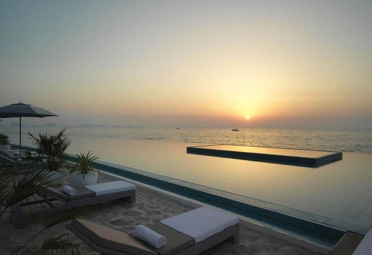Una dintre cele două piscine este de tip infinity cu apă sărată. Fotografie: Sean Conboy