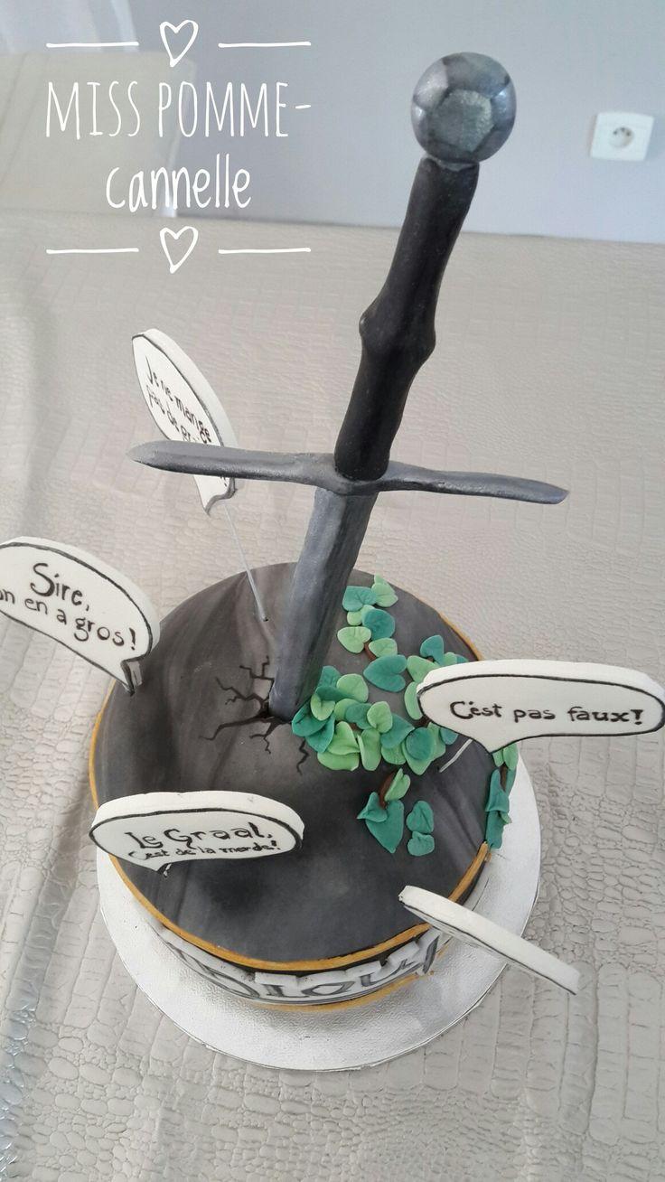 Gâteau thème kaamelott, décoré avec de la pâte à sucre