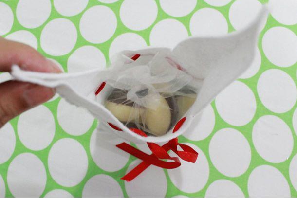 WSI trouxe um projeto super simples para você fazer em casa: um saquinho de feltro em forma de coelho, recheado com mini ovinhos de chocolate.