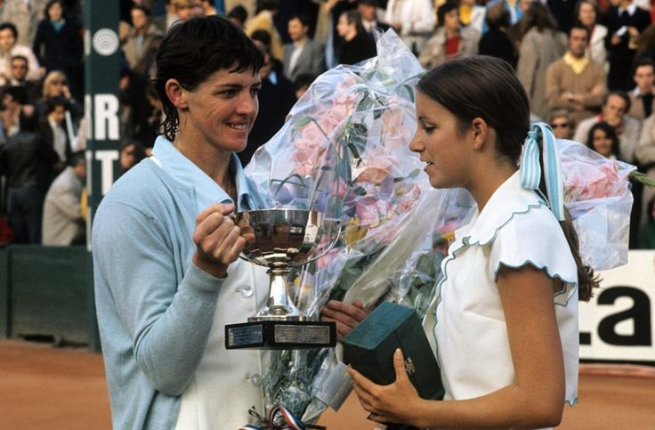MARGARET SMITH COURT ET CHRIS EVERT