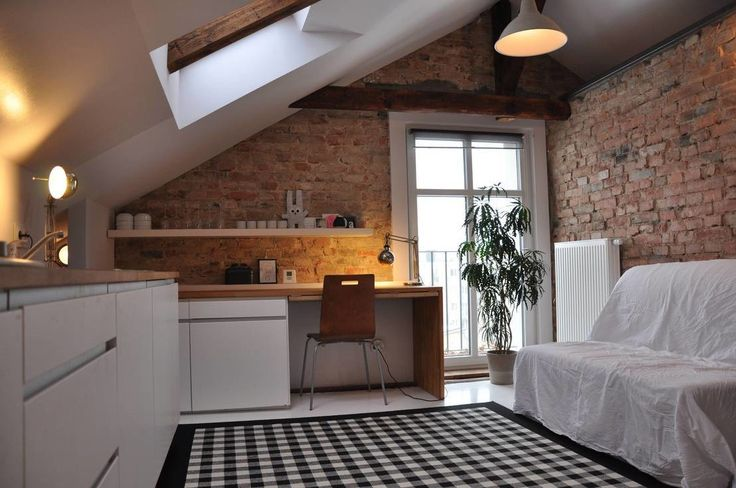 Mikroloft z kuchnią, salonem, sypialnią i gabinetem. Zobacz więcej na: https://www.homify.pl/katalogi-inspiracji/23892/7-niezbednych-elementow-studenckiego-mieszkania