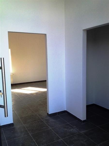 Duplex 3 chambres neuf - 169.000€ - Rue Michel Body 10 B / 11, 4460 GRÂCE-HOLLOGNE - Duplex de 158 m² en cours de rénovation.  Terrasse de 14 m² et parking compris.  Hall d'entrée, vestiaire, séjour carrelé, cuisine, buanderie,   A l'étage : 3 chambres, dressing, salle de douche.  Châssis PVC double vitrage, Chauffage central gaz, compteurs individuels.  Fin des travaux début mars.  Béatrice FRANCE 0472/752.720        Cliquez…