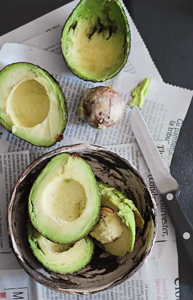 The Beauty Benefits of Avocado + An Avocado Soup Recipe Avocado Dessert, Avocado Soup, Avocado Toast, Avocado Facts, Avocado Ideas, Fresh Avocado, Superfoods, Soup Recipes, Healthy Recipes