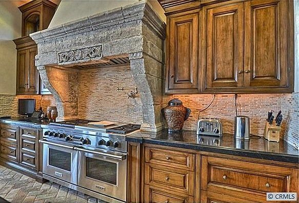 The kitchen is very rustic, we love the stone range over the ovens.