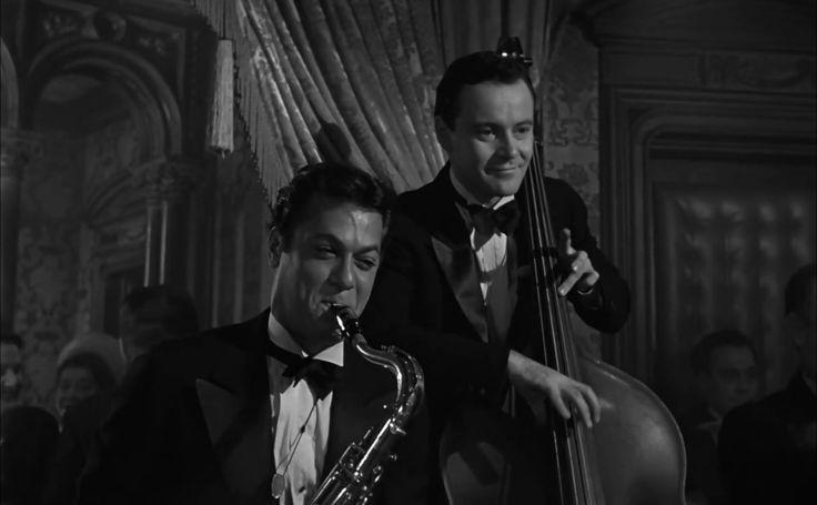Quanto Mais Quente Melhor (Some Like It Hot, 1959): Jack Lemmon, Tony Curtis, Marylin ilyn Monroe. Director: Billy Wilder. Costume Designer: Orry-Kelly. Estante da Sala.