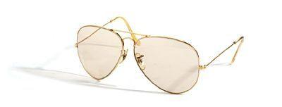"""RAY-BAN SOLBRILLE  Ray-Ban, USA. """"Pilot"""" Gult glass i gullfarget innfatning. 1970-tallet Originalt etui medfølger."""