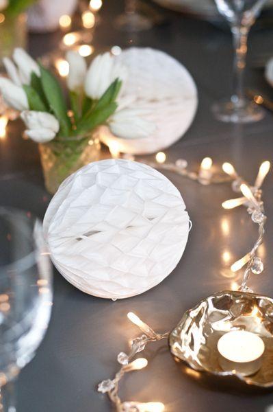 Nyårsdukning med ljusslingor #nyår #dukning #ljusslinga