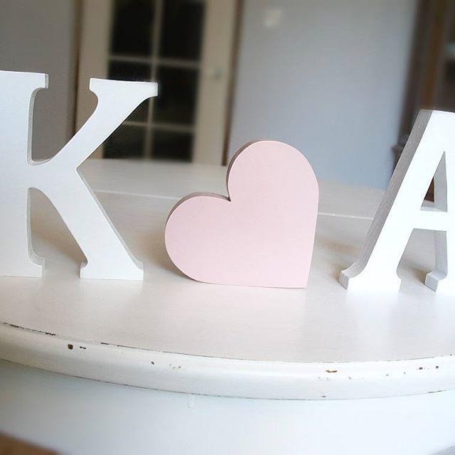 Inicjały ciąg dalszy... 😵 #vscocam #vsco #woodworking #woodenletters #design #letters #weddingdetails #initials #whitedesign #handmade #literydrewniane #dekoracjezdrewna #wesele #pink