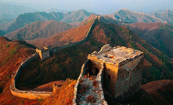 Den Kinesiske Mur. Kinas Mange Ansigter! Fantastiske rundrejser i hele verden med Bravo Tours. Køb rejsen på www.bravotours.dk #BravoTours #SåSigerManBravo #FeriePåDansk #Kina #Culture #View #Attraction