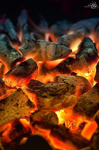 Tris koos voor onverschrokkenheid! dus liet haar druppel bloed vallen op de warme kolen.