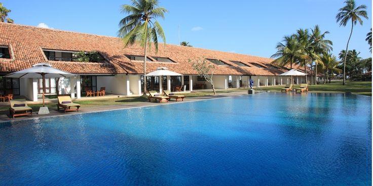 Cannelle, clous de girofle, muscade, cardamone, poivre, vanille et citronnelle embaument un séjour au Sri Lanka de leurs senteurs enivrantes. Le Sri Lanka c'est aussi des kilomètres de plages étincelantes et des adresses qu'il serait dommage de manquer… L'une d'entre elle s'est nichée au sud de la côte est du pays, le Avani Bentota Resort & Spa. Laissez-vous ensorceler par le charme nonchalant de ce pays, et par les couleurs de ces lieux fascinants.