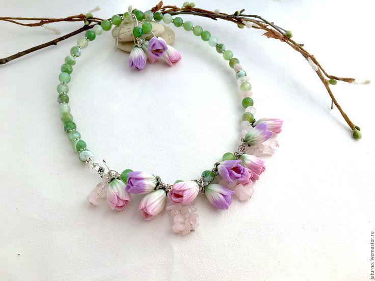 """Купить Колье из цветов натуральные камни полимерная глина """"Весенние тюльпаны"""" - бледно-розовый, зеленый"""