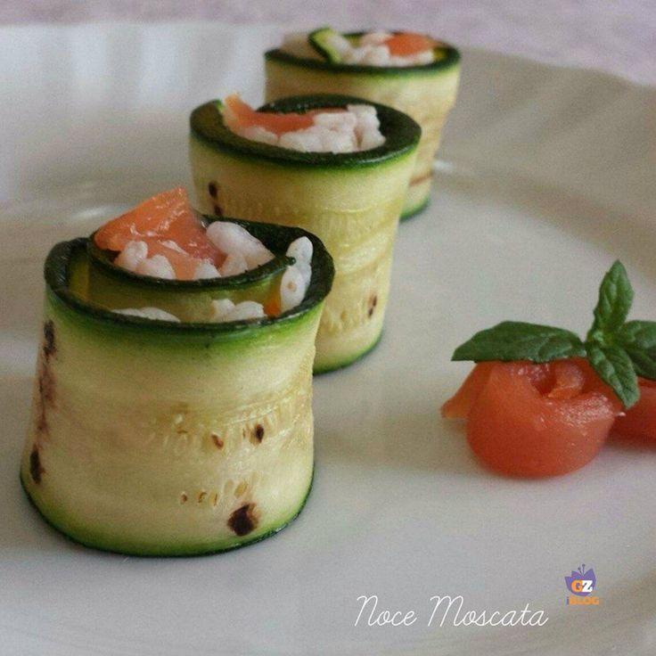Sushi di zucchine e salmone / finger food