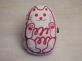 Kuviokioskin Paras ystävä -tyyny on käsin ommeltu ja -painettu luomupuuvillainen sisustustyyny. Paras ystävä sopii myös unikaveriksi!  Paras ystävä -tyyny - Astubutiikkiin.fi