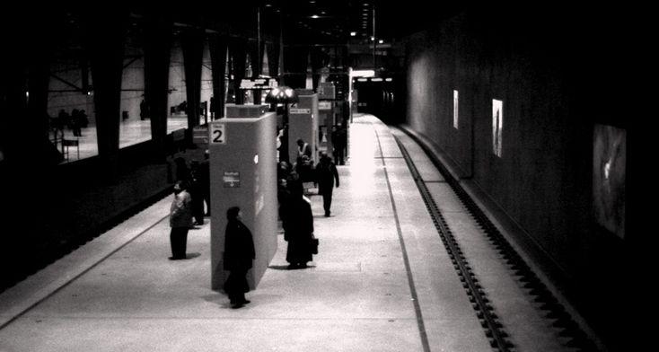 Neue U-Bahn Station #Koeln #Breslauer #Platz, #Pendeln zwischen #Aachen und #Köln, Analoge Fotografie  http://objektivaufunendlich.de/2012/01/pendler-pendeln-aachen-koeln/