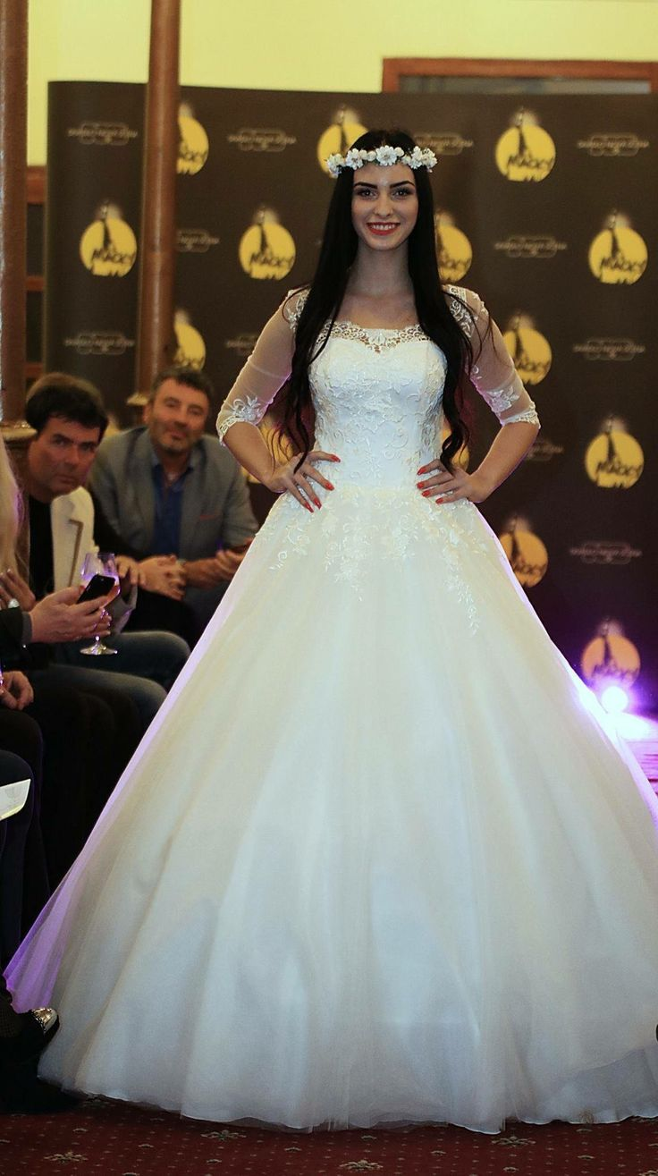 We understand that your wedding gown is the most important dress you will ever wear. That's why we are totally passionate and enthusiastic about creation perfect dress for every taste  #tinavalerdibrides #tinavalerdi