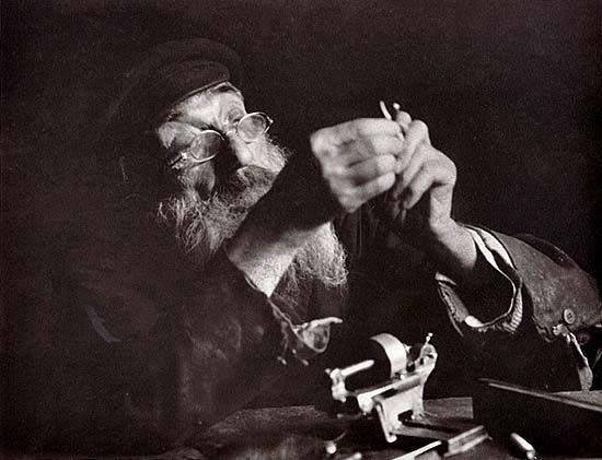 """Lomzhe (Łomża, Białystok province), 1927. Khone Shlayfer, eighty-five years old. Besides being a shlayfer, a grinder, he is also a mechanic, an umbrella maker, and a medicine man (he really does deserve a full page)."""