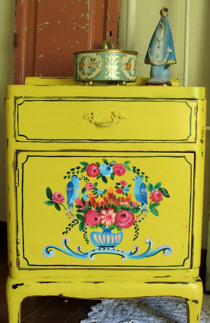 Best 25 yellow painted dressers ideas on pinterest - Sillones vintage retro ...