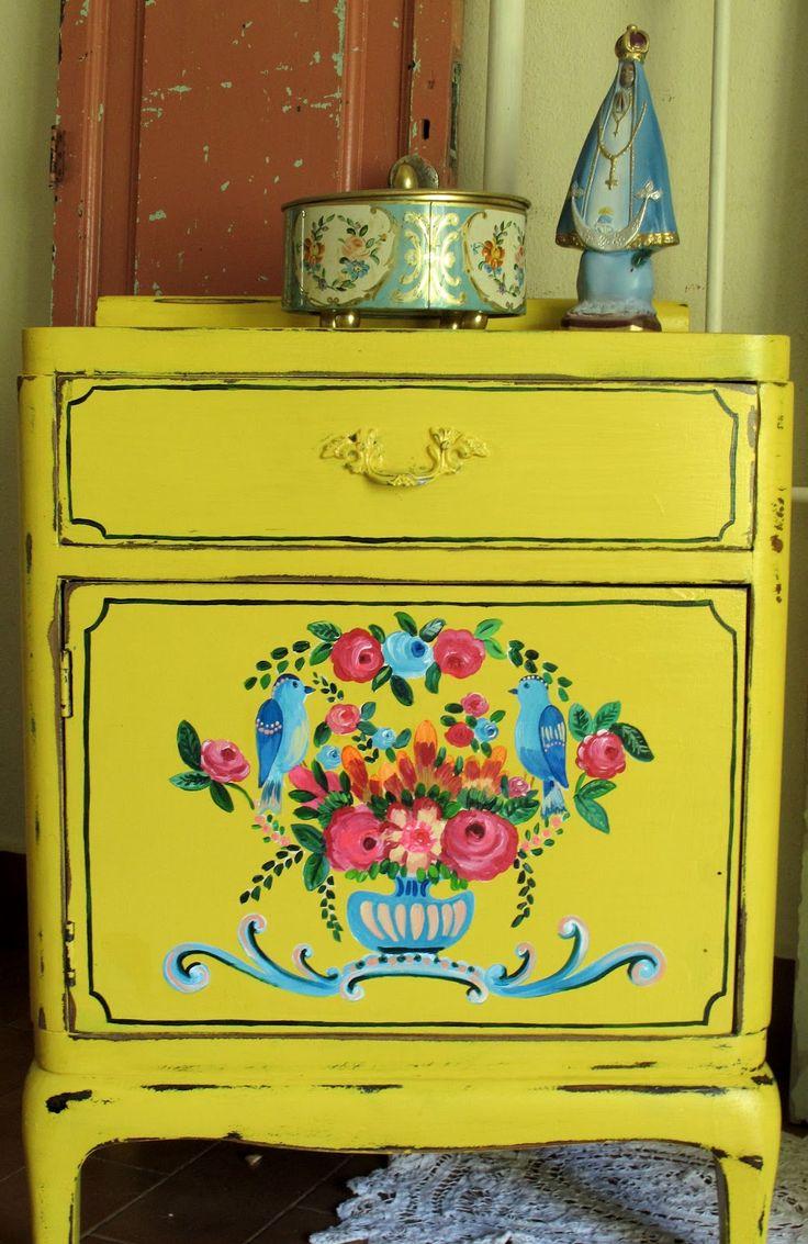 Best 25 yellow painted dressers ideas on pinterest - Restaurar muebles vintage ...