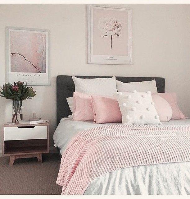 Ruhiger schlafen mit weißer Bettwäsche in cremefarbenem Schlafzimmer – Royfort