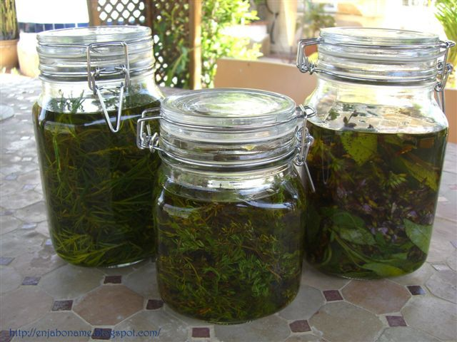 Cómo hacer un aceite medicinal con infusión de hierbas.