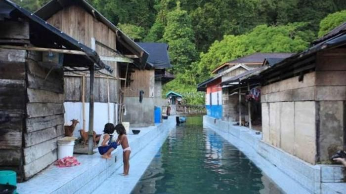 Sungai Keramik Maluku - Keren! Aliran Air Ini Bak Kolam Renang Jernih nan…