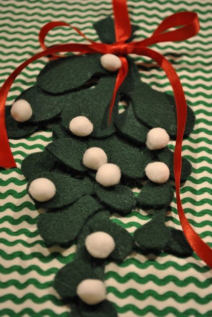 adorned abode: DIY Felt Mistletoe