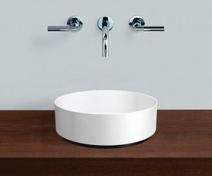 The Unisono basin is a new minimalist and elegant round basin from Alape designed with Sieger Design. The basin features a 3mm side panel made of solid steel with a glass surface, is available in three sizes and provides design purity, functionality and quality.